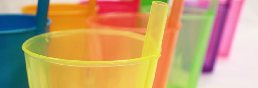 verres en plastique et de verres incassables